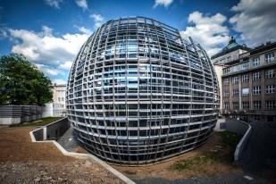 Ústav org chemie a biochemie_moderní budova
