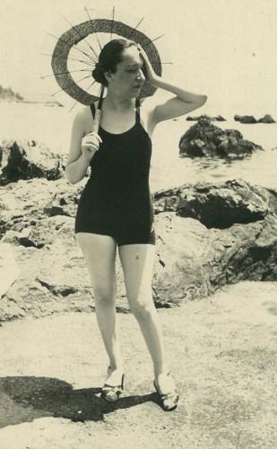İlk kadın ressamlardan Melek Celal Sofu Moda'da, 1930'lar. Özel Koleksiyon.