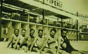 Suadiye Plajı'ndan görünüm, 1930'ların başı. Anadolu yakasının ilk eğlence mekânlarından. Gökhan Akçura Arşivi.
