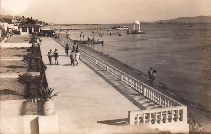 Süreyya Plajı ve Bakireler Mabedi, 1950'ler. Gökhan Akçura Arşivi.