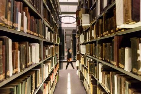 1526025113_03_Book_Shelves_Emre_D__rter