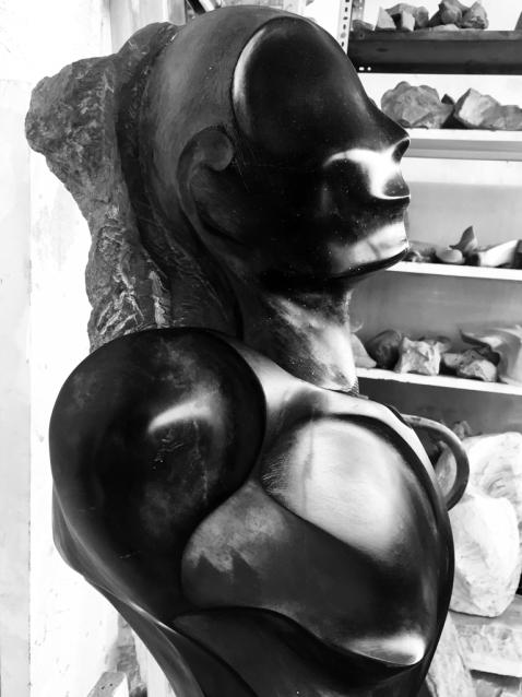 İsimsiz, 2018, taş ve metal,175 x 46 x34 cm